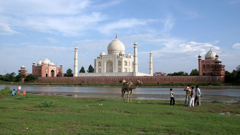 information taj mahal hindi The taj mahal (/ ˈ t ɑː dʒ m ə ˈ h ɑː l / often / ˈ t ɑː ʒ / hindi: ताज महल, frae persie/urdu: تاج محل  , ultimately frae arabic, crown of palaces, pronounced [ˈt̪aːdʒ mɛˈɦɛl] also the taj) is a white marble mausoleum locatit in agra, uttar pradesh, indie.